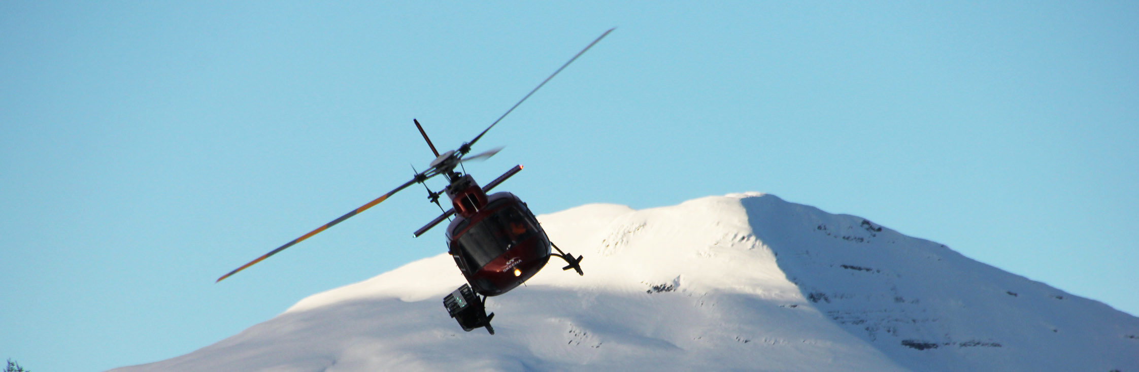 heliskiing_small_skeena-helicopter-mountains