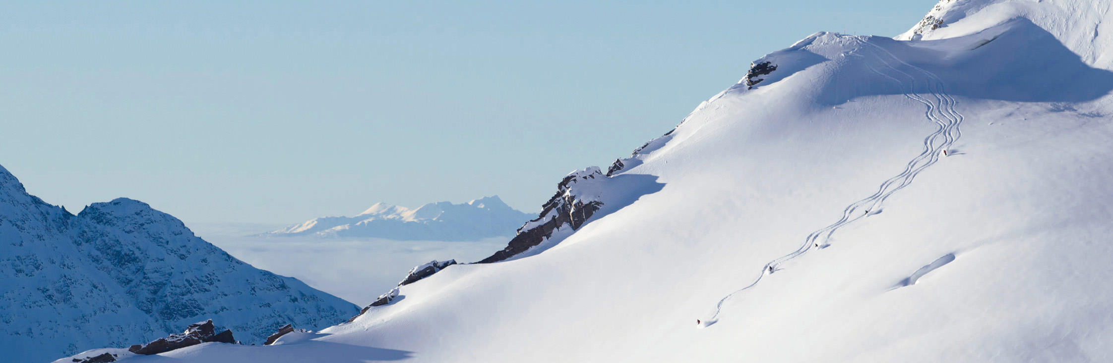 heliskiing_small_mountains-view