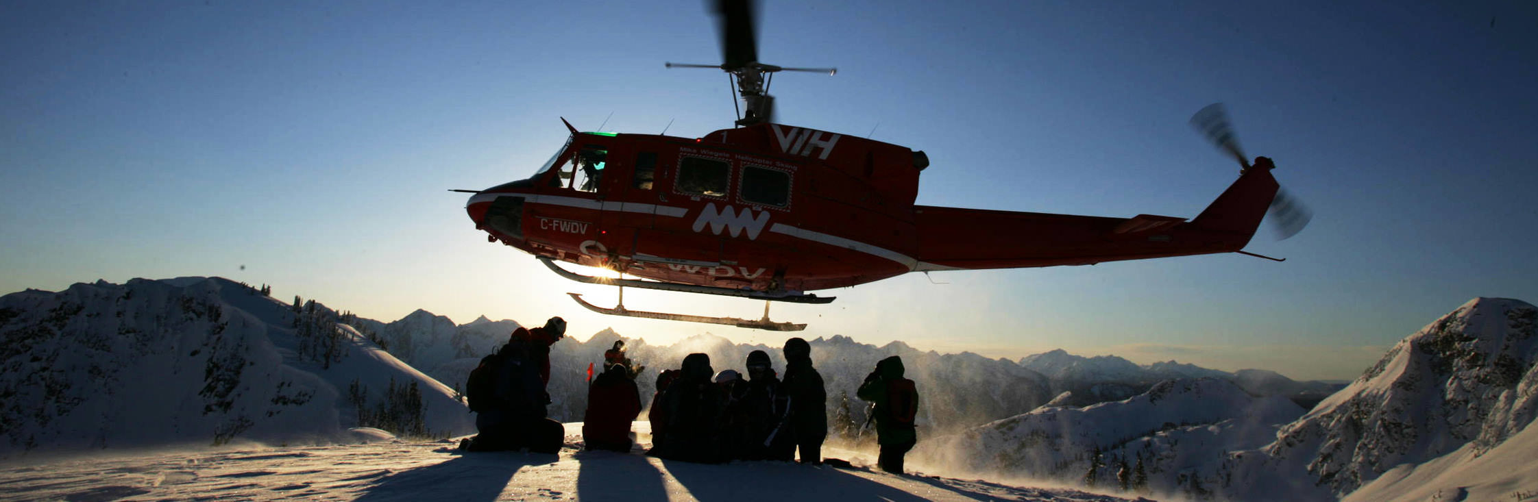 sliderbild_small_mwhs-helicopter-group-mountains