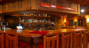 Heliskiing Canada - Albreda Lodge Bar