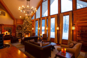 Heliskiing Canada - Eleanor Lake Estate Livingroom