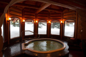 Heliskiing Canada - Eleanor Lake Estate whirlpool